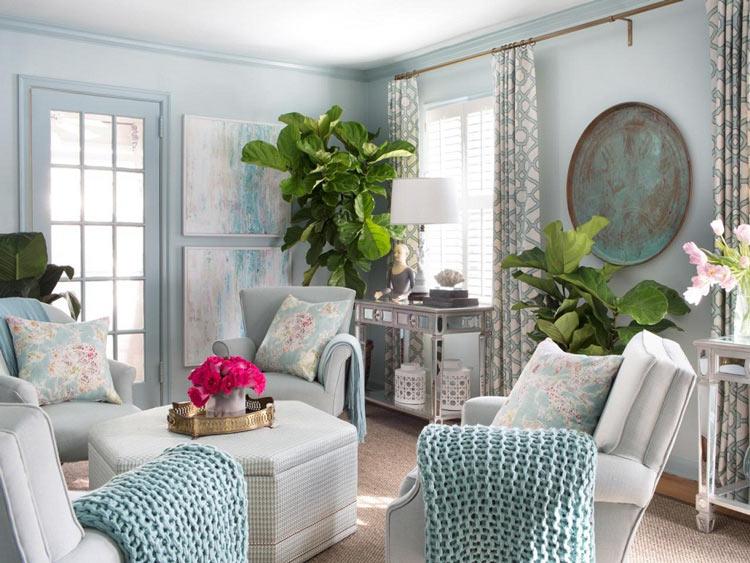 Ngoài việc lựa chọn nội thất thì những cây xanh có lá to bản cũng chính là những nhân tố khiến phòng khách thêm bừng sáng hơn