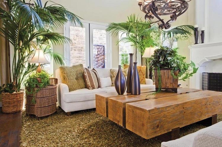 Thiết kế phòng khách mang đậm tinh thần của các quốc gia châu Á với các đồ nội thất được làm từ các chất liệu gỗ, mây tre đan cùng những chậu cây dừa xanh mát như biến không gian này thành một thiên đường trong mơ cho chủ nhân ngôi nhà