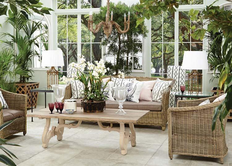 Mây tre là sự kết hợp hoàn hảo thứ hai với cây xanh sau gỗ, giúp bạn tạo nên 1 phòng khách đẹp và tươi mát